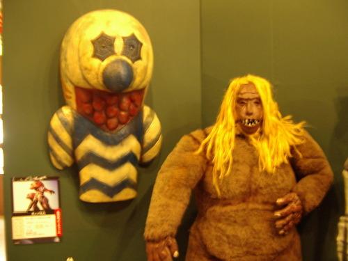 ガッツ星人(左)とゴーロン星人